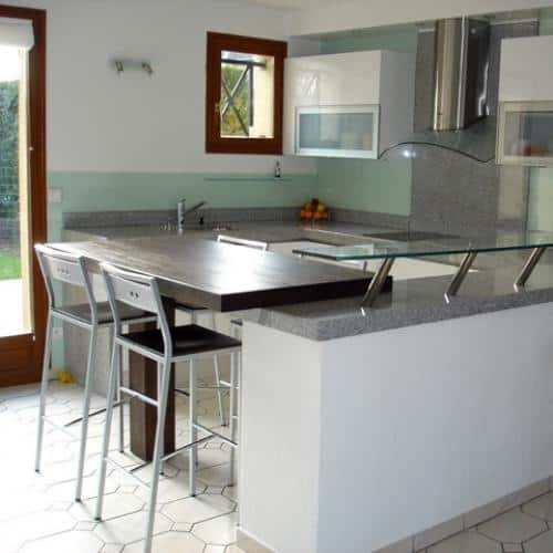 Kitchen granite worktops Coin repas gris perle poli