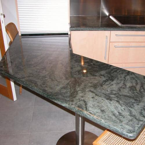 Kitchen granite worktops Table en  vert tropical poli