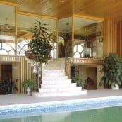 Escalier intérieur piscine