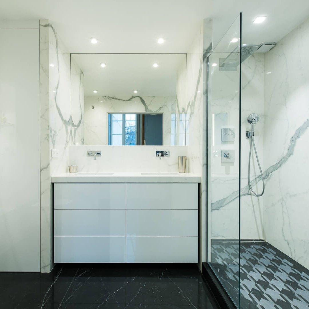 Salle de douche en grès cérame Bianco
