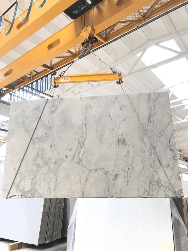 Bloc de Quartzite Calacatta Super-White