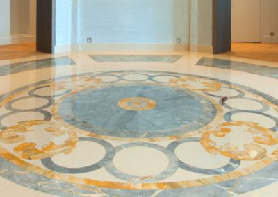 Apartment entrance in marble marquetry